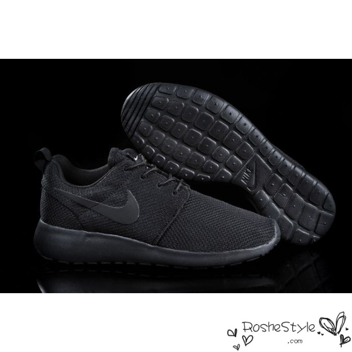 all black nike shoes